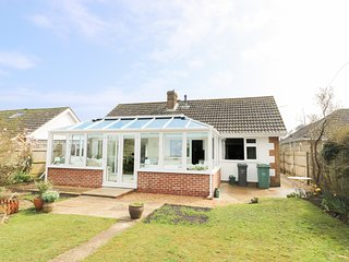 19 WALLS ROAD, beach 10 mins walk, pet-friendly, conservatory, Ref 973882