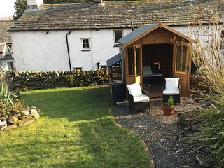NIGHTINGALE COTTAGE, picture perfect cottage, romantic. Ref: 972507