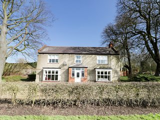 OLD HALL FARM, woodburners, rural outlook, charming interior, near Withernsea
