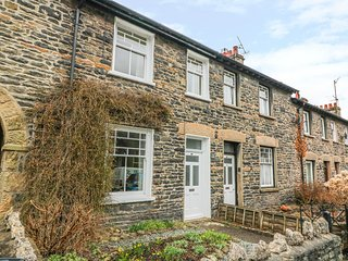 FELL VIEW, dog friendly, cosy cottage, countryside views, in Sedbergh