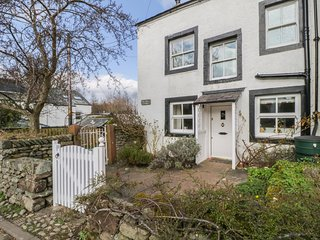 BLACKSMITH'S COTTAGE, Luxury cottage, Pooley Bridge, Ullswater, WiFi, romantic c