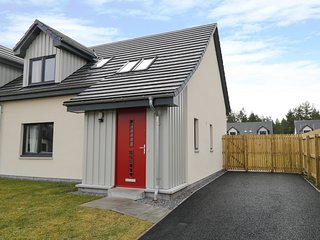 3 OSPREY DRIVE, in Cairngorms National Park, en-suites, amenities 1 mile, Ref