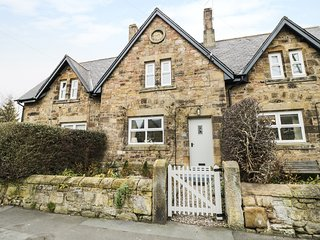 ROSE COTTAGE, enclosed garden, excellent touring base, near Alnmouth