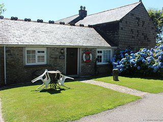 MARINER'S - Romantic One-Bedroom Bungalow Real Cornish Cottage: Sleeps 2+1