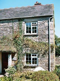 DAIRYMAID'S - Two-Bedroom Real Cornish Cottage: Sleeps 3+1