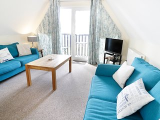 VALLEY LODGE 2, on-site facilities, dog-friendly, balcony, near Callington