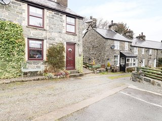 6 GELLILYDAN TERRACE, ideal location for touring, woodburner, exposed beams and
