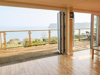 611 ATLANTIC VIEW, incredible sea views, on-site facilities, en-suite, Ref 96890