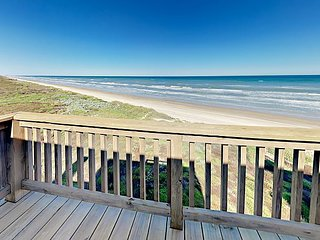 3BR/3BA Newly Remodeled Beach House with Direct Ocean Views!