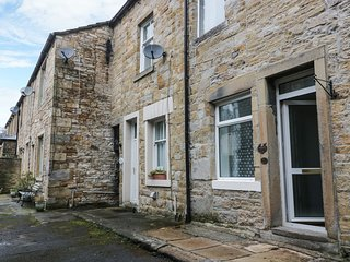 20 WOODMAN TERRACE, centre of Skipton, pet-friendly, super king-size, Ref 966595