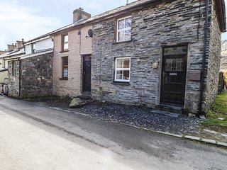 19 CWMORTHIN ROAD, mountain views, lovely walks, woodburner, in Tanygrisiau
