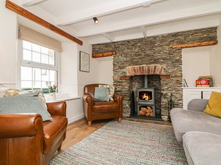 GWENT COTTAGE, close to Padstow, pets welcome, enclosed garden, open fire, ref 9