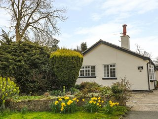 GLAN DWR, all ground floor, family-friendly, beautiful gardens, Ref 962905
