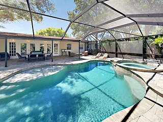 4BR w/ Screened Pool & Spa - Minutes to Siesta Key Beach, Local Dining