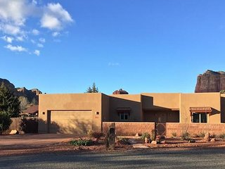 Sedona: Stunning furnished vacation rental with Red Rock views. 1 month minimum.