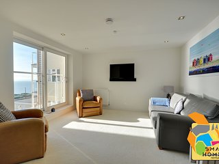 7 Latitude West - Direct sea views, two bedroom luxury apartment - Southbourne