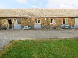 BYRE, en-suite bedroom, woodburning stove, rural location, in Bude, Ref. 957221