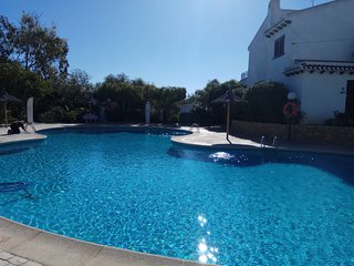 Lovely townhouse with communal pool and within 200yds from beach