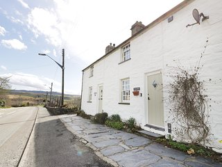 TAN Y RHOS, pet-friendly, character holiday cottage, with a garden in Manod, Ref
