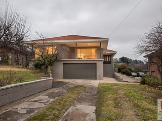 Gippsland Twelve - Spacious and central with off street parking