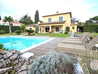 Peaceful provençal villa in the green area of Mougins
