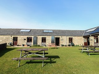 BADGERS SETT, all ground floor, countryside location, shared lawned garden, Lani