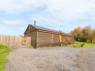 CABAN GWDIHW, detached, single-storey, woodburner, hot tub, walks from the door,