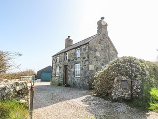 BOD RHIW detached cottage with games room, woodburner, gardens in Aberdaron Ref