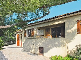 3 bedroom Villa in Les Issambres, Provence-Alpes-Côte d'Azur, France : ref 54360