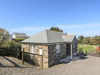 SUNSET COTTAGE, detached, single-storey, romantic retreat, close to shop and