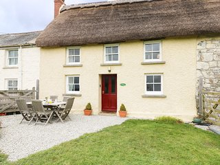 JESSICA COTTAGE, thatched cottage, Grade II listed, exposed beams, near Carnon
