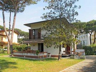 3 bedroom Villa in Marina di Pietrasanta, Tuscany, Italy : ref 5447742