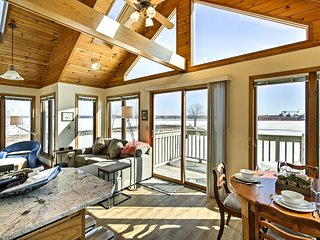 Waterfront Sturgeon Bay Home w/ Deck & Fire Pit