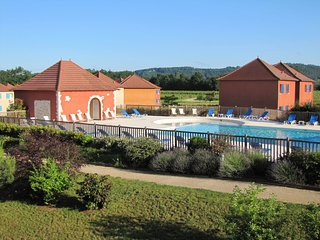 2 bedroom Apartment in Lagardelle-sur-Lèze, Occitania, France : ref 5586089