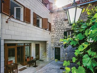 2 bedroom Apartment in Omis, Splitsko-Dalmatinska Zupanija, Croatia : ref 554746