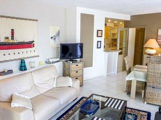 2 bedroom Apartment in Biarritz, Nouvelle-Aquitaine, France : ref 5517730