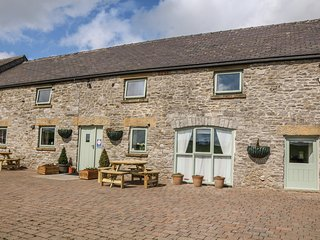 THE PARLOUR, family friendly, character holiday cottage, with a garden in