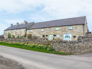 THE DAIRY semi-detached, wonderful views, pet-friendly cottage in Tideswell Ref.