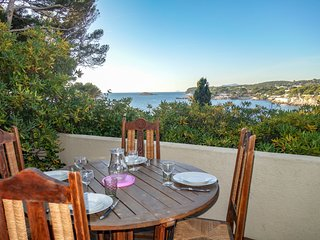 2 bedroom Apartment in Bandol AOC, Provence-Alpes-Côte d'Azur, France : ref 5556