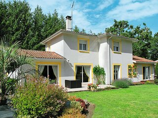 4 bedroom Villa in Angresse, Nouvelle-Aquitaine, France : ref 5434786
