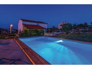 3 bedroom Villa in Drniš, Šibensko-Kninska Županija, Croatia : ref 5532963