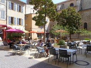2 bedroom Apartment in La Ciotat, Provence-Alpes-Côte d'Azur, France : ref 55198