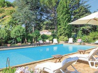 2 bedroom Villa in Lançon-Provence, Provence-Alpes-Côte d'Azur, France : ref 554