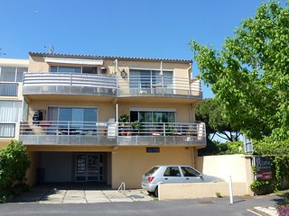 2 bedroom Apartment in Le Grau-du-Roi, Occitania, France : ref 5559602