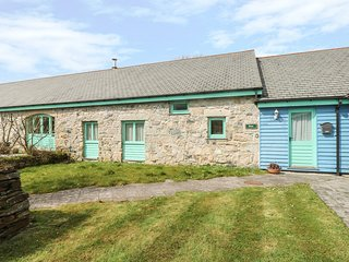 BRIAR, pet friendly, character holiday cottage, with a garden in Indian Queens