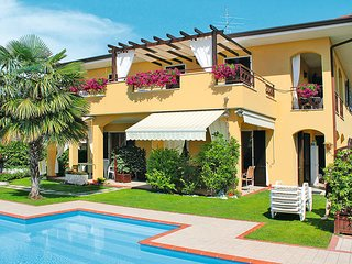 2 bedroom Apartment in Lazise, Veneto, Italy : ref 5438654