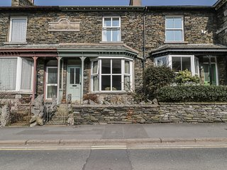FAIROAK, en-suite, WiFi, off road parking, close to lake in Windermere