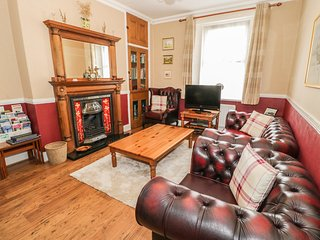 COQUET COTTAGE, family friendly, with a garden in Amble-By-The-Sea, Ref 1689