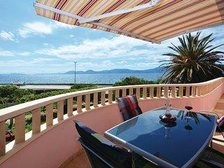 2 bedroom Villa in Sucuraj, Splitsko-Dalmatinska Zupanija, Croatia : ref 5542837