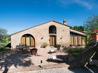 VILLA LA FRANCIGENA 4BRD charming villa with pool in Gimignano, Tuscany